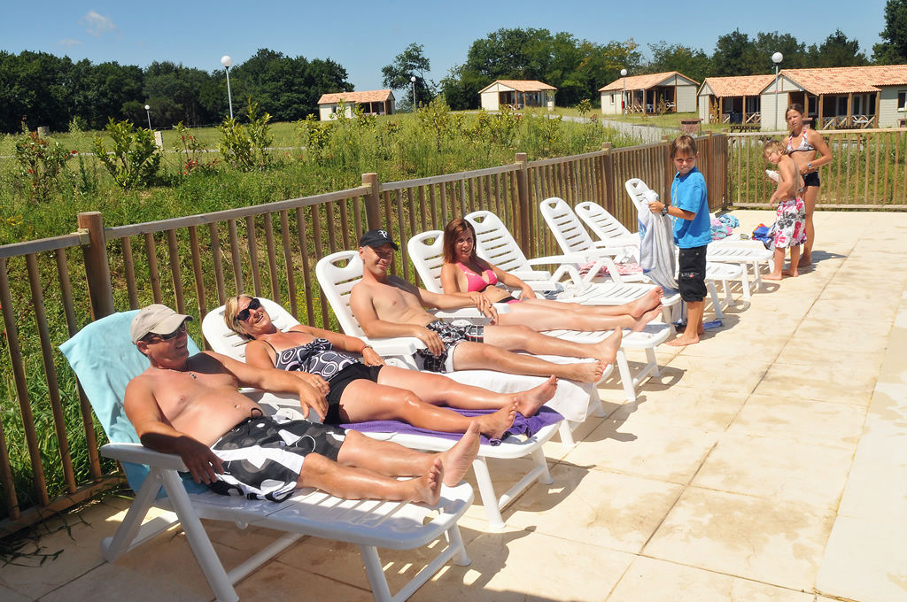 Piscine camping landes locations chalets cottages for Camping dans les landes avec piscine